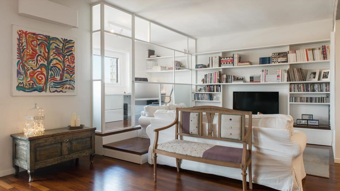 <p>Every inch of space counts on a small home, which is why you need to start seeing your walls as premium real estate, particularly for storage! Built in shelving, standout cubby holes; anything will work if you make it custom and really tuck into the space.</p>  Credits: homify / Archifacturing