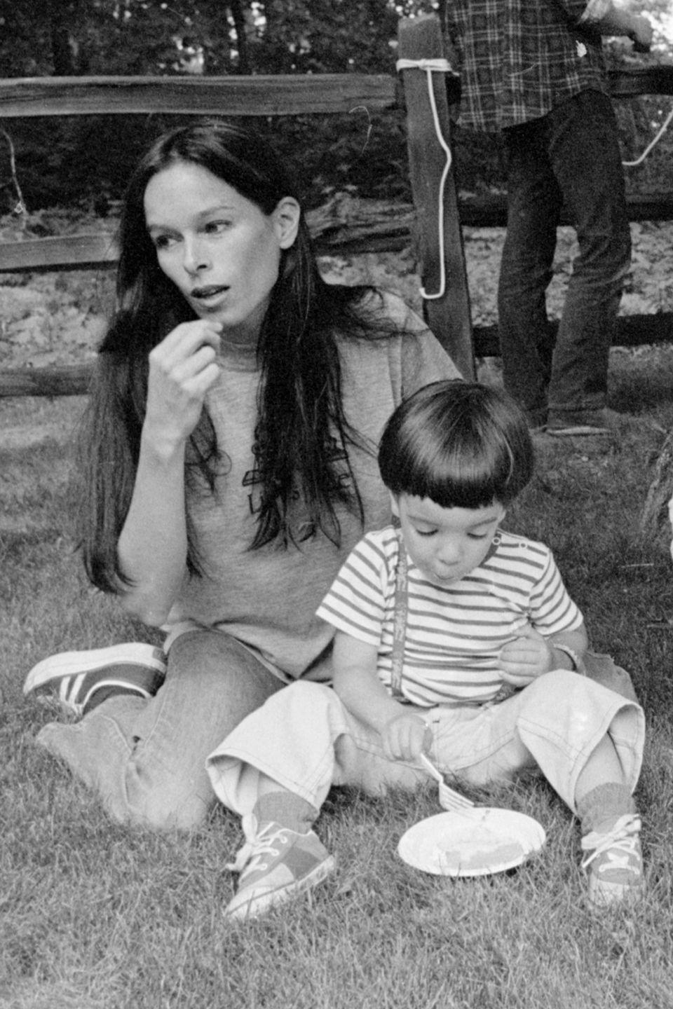 <p>Geraldine Chaplin (yes, Charlie Chaplin's daughter!) wore sneakers behind the scenes of <em>A Wedding, </em>which she filmed with fellow actress Mia Farrow. Even her son got in on the trend! </p>