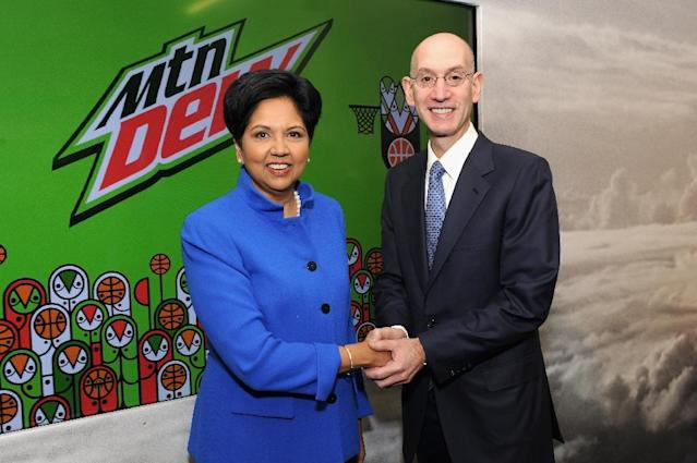 Chairman and CEO of PepsiCo, Indra Nooyi, and NBA comissioner Adam Silver attend the PepsiCo NBA press event on April 13, 2015 in New York (AFP Photo/Craig Barritt)