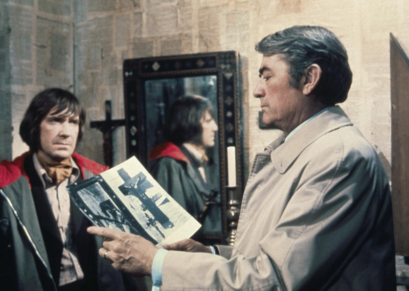 British actor David Warner and American actor Gregory Peck on the set of The Omen, directed by Richard Donner. (Photo by Twentieth Century Fox Film/Sunset Boulevard/Corbis via Getty Images)