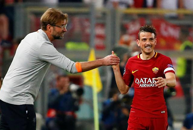 Soccer Football - Champions League Semi Final Second Leg - AS Roma v Liverpool - Stadio Olimpico, Rome, Italy - May 2, 2018 Liverpool manager Juergen Klopp shakes hands with Roma's Alessandro Florenzi REUTERS/Tony Gentile