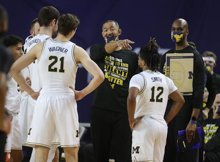 Michigan Wolverines Juwan Howard talks to his players during action against the Maryland Terrapins, Tuesday, Jan. 19, 2021.