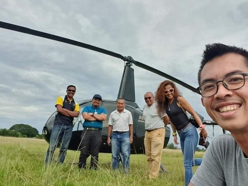Former MAS CEO Ahmad Jauhari (3rd left) is seen with a few others before the ill-fated helicopter took off. — Picture courtesy of Twitter/Facebook