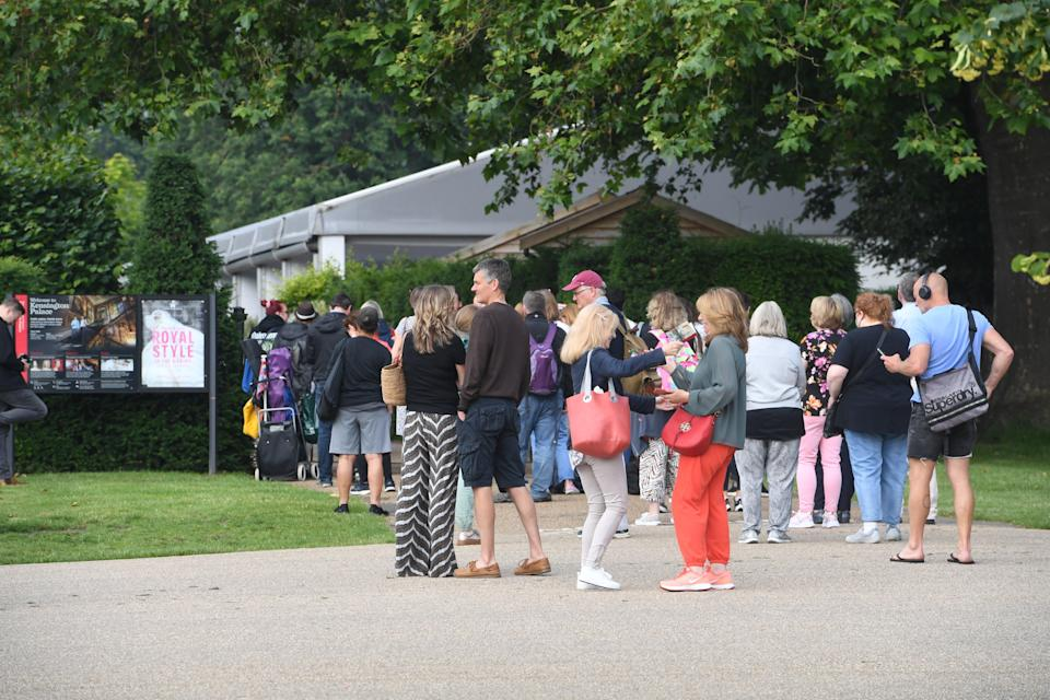 People queuing to see the statue on Friday morning (Jeremy Selwyn)