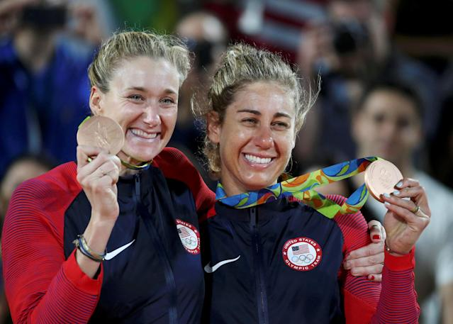 REFILE - CORRECTING DATE 2016 Rio Olympics - Beach Volleyball - Women's Victory Ceremony - Beach Volleyball Arena - Rio de Janeiro, Brazil - 18/08/2016. Kerri Walsh (USA) of USA and April Ross (USA) of USA pose with their bronze medals. REUTERS/Tony Gentile FOR EDITORIAL USE ONLY. NOT FOR SALE FOR MARKETING OR ADVERTISING CAMPAIGNS.