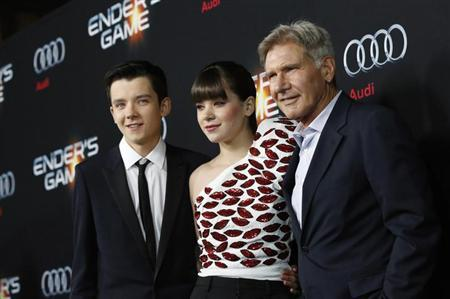 """Cast members Asa Butterfield (L), Hailee Steinfeld and Harrison Ford pose at the premiere of """"Ender's Game"""" at the TCL Chinese theatre in Hollywood, California October 28, 2013. REUTERS/Mario Anzuoni"""