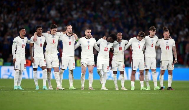 England line up for the penalty shoot out