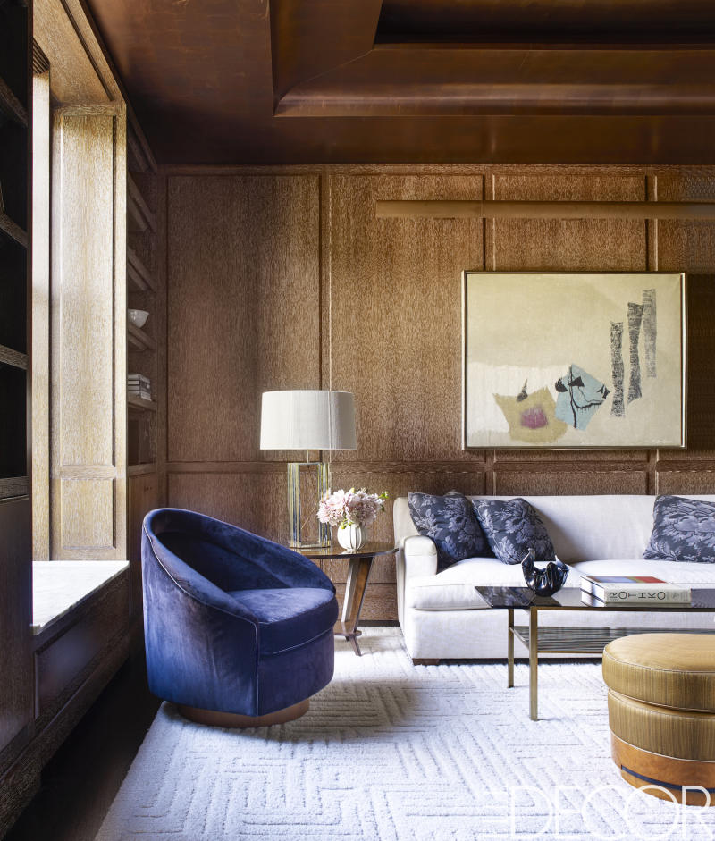 david kleinberg designs a warm and modern manhattan apartment manhattan designers Photo credit: William Waldron