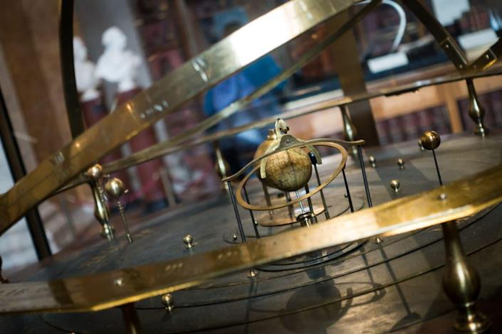 """<div class=""""inline-image__caption""""> <p>An orrery on display at the British Museum.</p> </div> <div class=""""inline-image__credit""""> Paul Hudson/Wikimedia Commons </div>"""