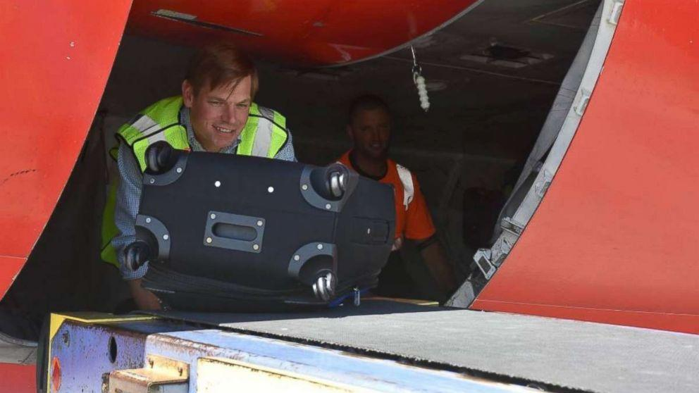 Rep. Eric Swalwell spends the day as a Southwest baggage handler, Starbucks barista (ABC News)