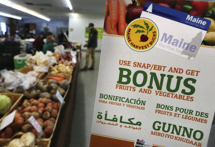 """<span class=""""caption"""">Some states make it possible to use SNAP benefits at farmers markets.</span> <span class=""""attribution""""><a class=""""link rapid-noclick-resp"""" href=""""https://newsroom.ap.org/detail/Food%20Stamps/ed0313b0c8e84f22a80bcbb9851f07df?Query=food%20AND%20stamps&mediaType=photo&sortBy=arrivaldatetime:desc&dateRange=Anytime&totalCount=706&currentItemNo=33"""" rel=""""nofollow noopener"""" target=""""_blank"""" data-ylk=""""slk:AP Photo/Robert F. Bukaty"""">AP Photo/Robert F. Bukaty</a></span>"""