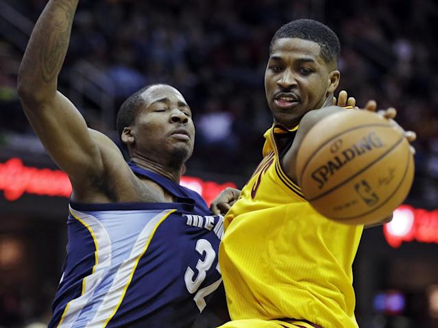 Memphis Grizzlies' Ed Davis (32) fouls Cleveland Cavaliers' Tristan Thompson in the second quarter of an NBA basketball game on Sunday, Feb. 9, 2014, in Cleveland. (AP Photo/Mark Duncan)