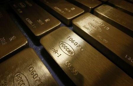 Gold bursts through $2,000/oz barrier to new record