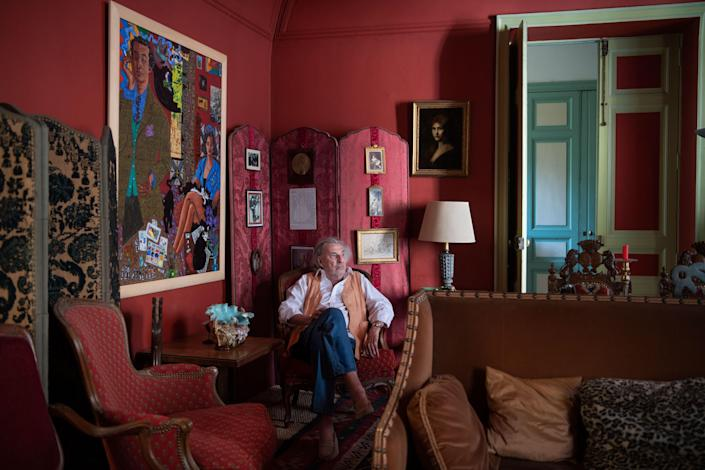 The artist in the main salon. On left wall, Portrait of De Rougemont and his wife by Eduardo Arroyo.
