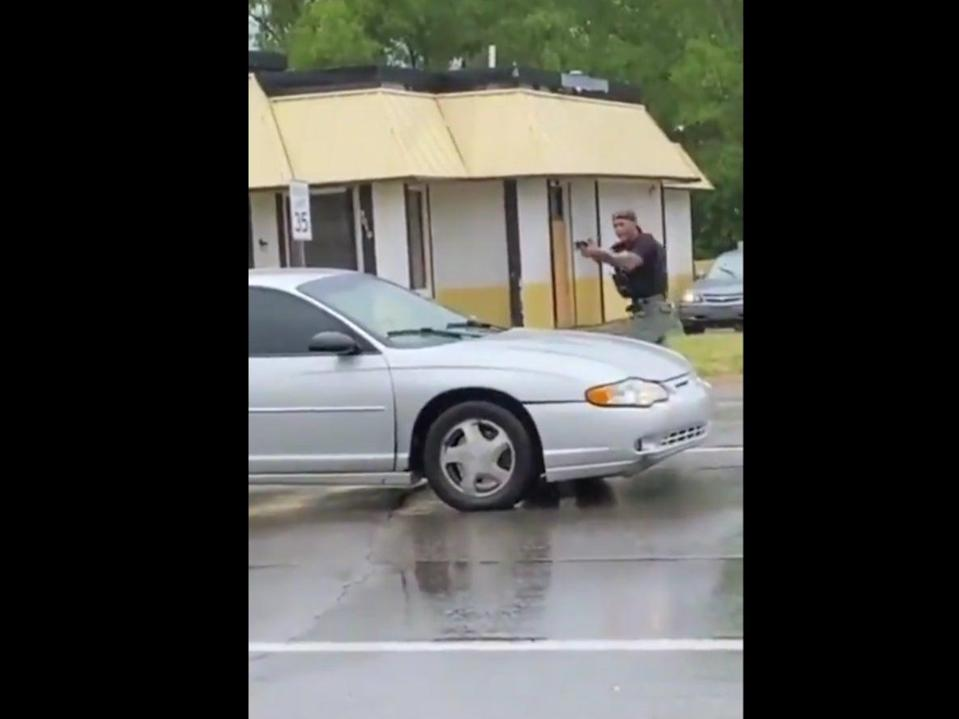 Video appearing to show a fatal shooting in Flint, Michigan, on Saturday (@davenewworld_2/Twitter)