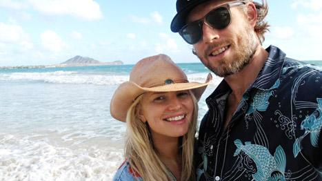 """Jessica Simpson Tweets """"Aloha"""" Picture with Fiance Eric Johnson in Hawaii"""
