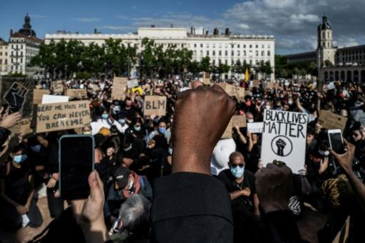 Protests against police brutality and racism have taken place in several French cities despite a ban on large gatherings