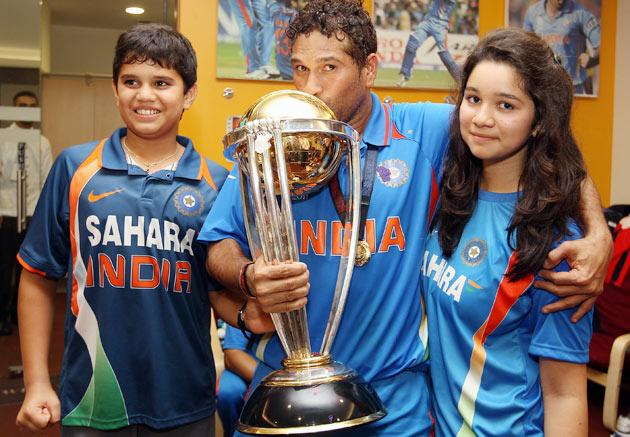 Sachin Tendulkar (C) of India alongside his son Arjun (L) and daughter Sara (R) during the 2011 ICC World Cup Final between India and Sri Lanka at Wankhede Stadium on April 2, 2011 in Mumbai, India.  (Photo by Michael Steele/Getty Images)