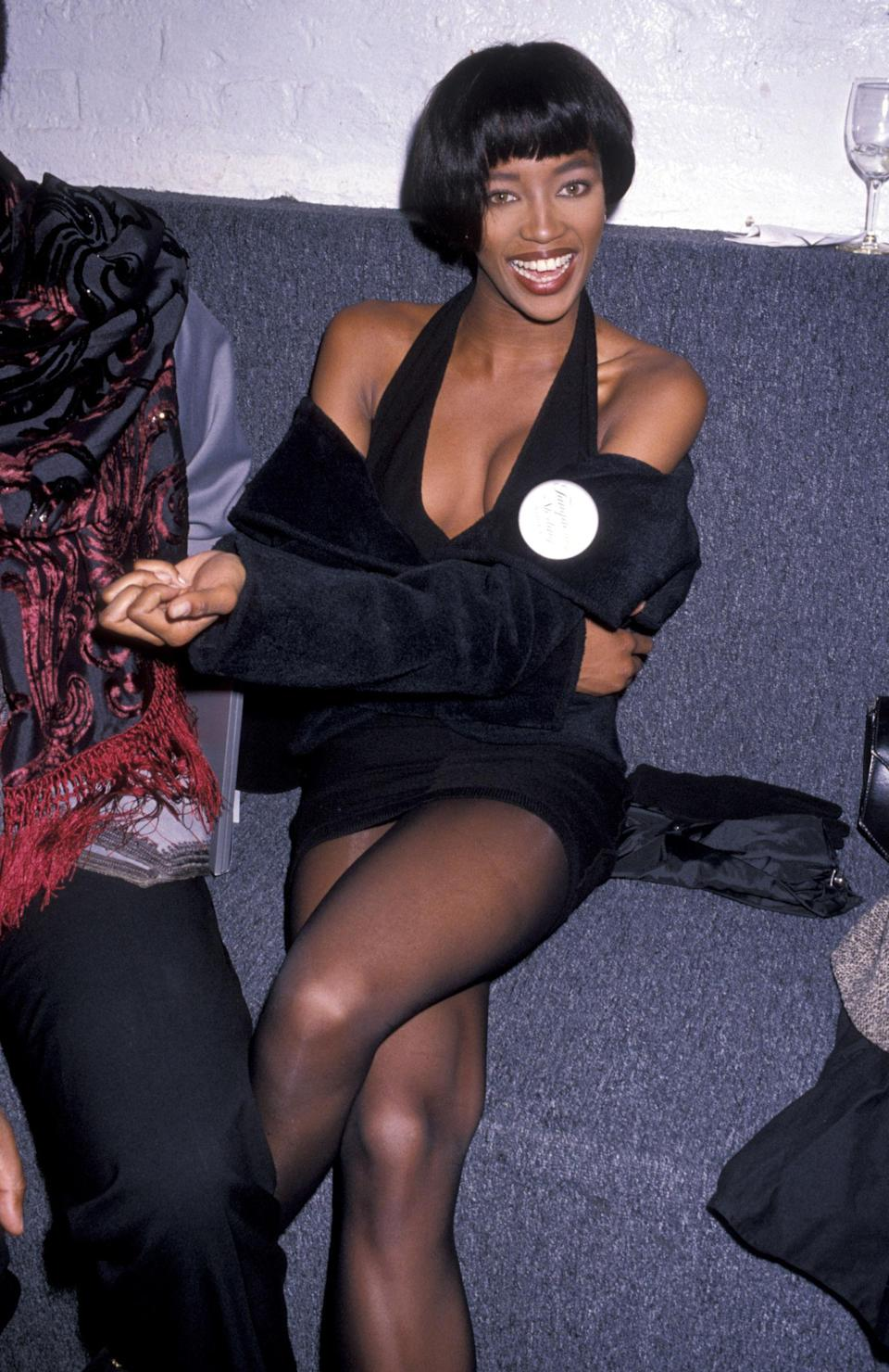 <p>Naomi opts for a 1920s-style cropped 'do and black halter neck for the Tanqueray Sterling Ball<span>, 1989 </span></p>
