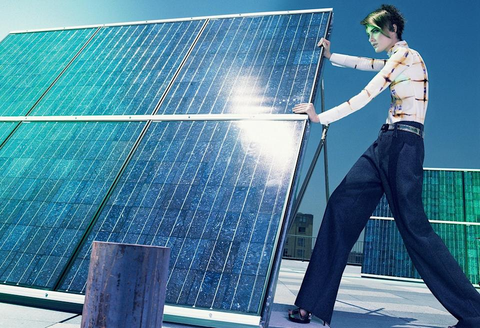 For Earth Day, let's take a glance at Shalom Harlow's best accessory, a solar panel.