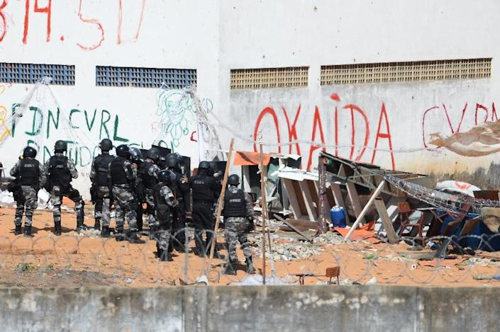 Brazilian riot police stormed the Alcacuz Penitentiary Center to stop a deadly gang face-off in the overcrowded prison (AFP Photo/ANDRESSA ANHOLETE)