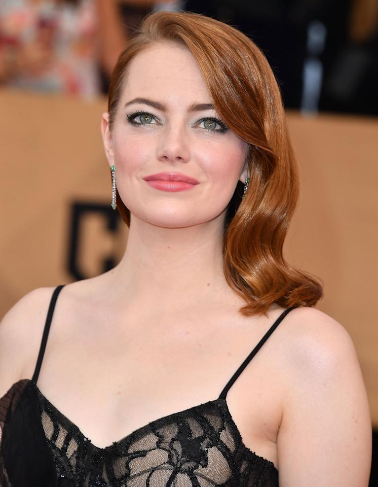 <p>We all know Emma Stone loves a bit of eyeshadow. The 'La La Land' star chose a subtle bottle green smokey eye that perfectly complimented her hair colour. [Photo: Getty] </p>
