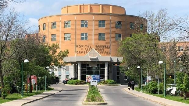 Lakeshore General Hospital in Pointe-Claire is reducing services due to staff shortages. (David Gentile/Radio-Canada - image credit)
