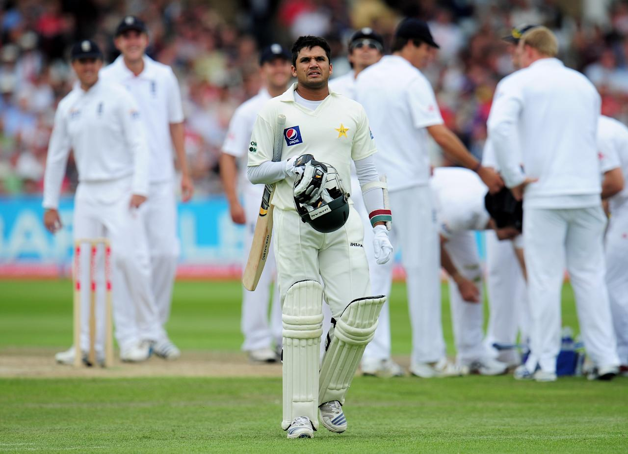 NOTTINGHAM, ENGLAND - JULY 30: Azhar Ali of Pakistan walks back after being dismissed by James Anderson of England during day two of the npower 1st Test Match between England and Pakistan at Trent Bridge on July 30, 2010 in Nottingham, England.  (Photo by Shaun Botterill/Getty Images)