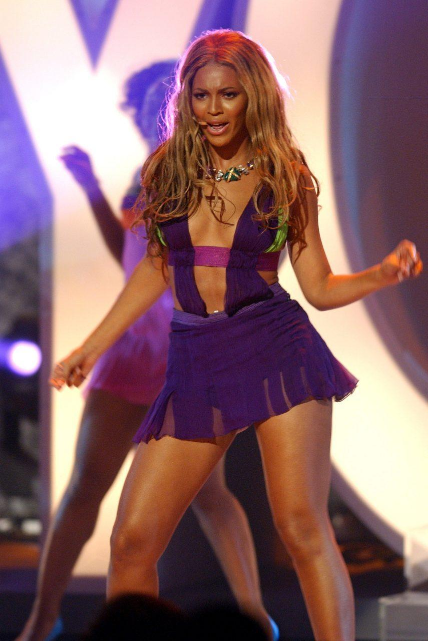 Beyoncé wore a shortened version of the SS03 Versace gown to perform at the BET Awards in 2003.