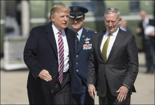 Trump (links) und Mattis am 2. März in Maryland