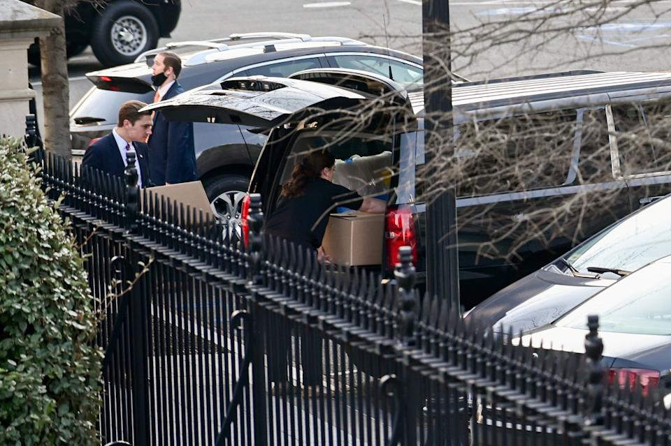 People load boxes and other items from the West Wing of the White House into a vehicle on Wednesday. (Photo: Erin Scott/Reuters)