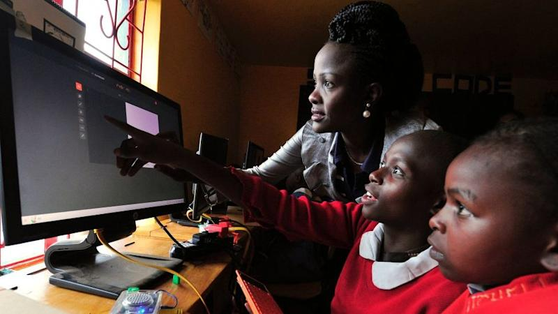Kenyan pupils learning how to use a computer