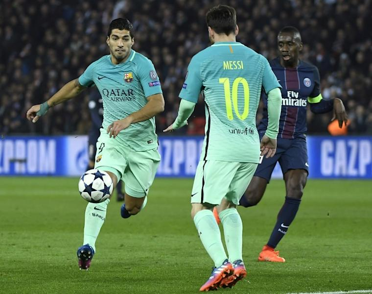 Barcelona's Luis Suarez (L) and Lionel Messi fight for the ball with Paris Saint-Germain's Blaise Matuidi during their UEFA Champions League round of 16 first leg match, at the Parc des Princes stadium in Paris, on February 14, 2017