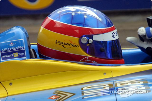 "Casco de Fernando Alonso en 2002 <span class=""copyright"">Mark Gledhill</span>"
