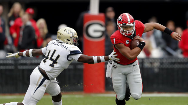 "Georgia quarterback <a class=""link rapid-noclick-resp"" href=""/ncaaf/players/287612/"" data-ylk=""slk:Justin Fields"">Justin Fields</a> (1) is reportedly leaving the program after one season. (AP Photo/John Bazemore)"