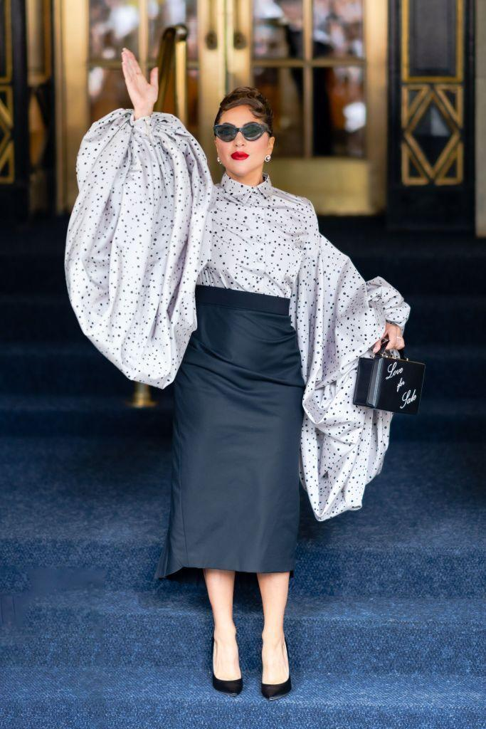 <p>On her way to her MTV Unplugged performance with Tony Bennet the 35-year-old struck a pose in a custom-made Christian Siriano, polka-dot, puff-sleeved blouse and Mark Cross bag. </p>