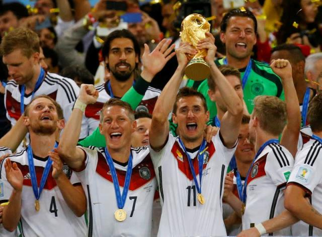 FILE PHOTO: Germany's Klose lifts the World Cup trophy after winning the 2014 World Cup final against Argentina in Rio de Janeiro
