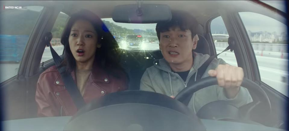 Kang Seo Hae (Park Shin Hye, left) and Han Tae Sul (Cho Seung Woo) attempt to evade the shadowy Control Bureau and gather information from time-travellers coming to Earth in Sisyphus