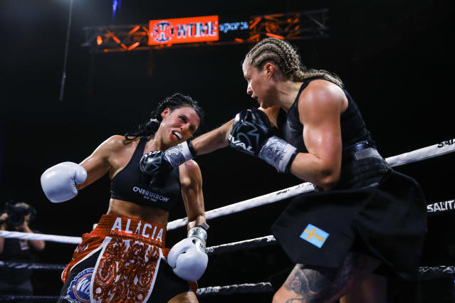 Elin Cederroos, right, throws a right at Alicia Napoleon-Espinosa during the 10th round of their boxing bout in Atlantic City, N.J., Friday, Jan. 10, 2020. (AP Photo/Matt Rourke)