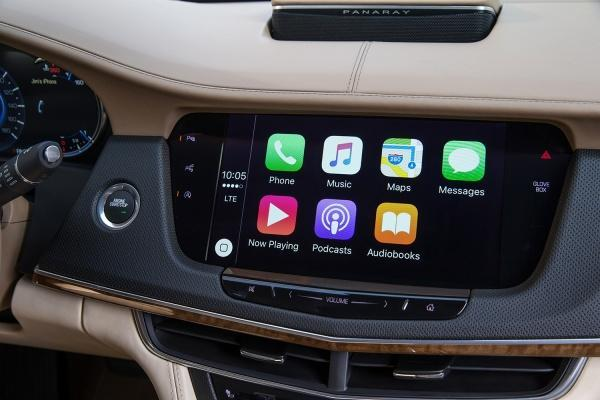 iPhone apps displayed on the dashboard of a Cadillac CT6, via the CarPlay interface. Source: Digital Trends