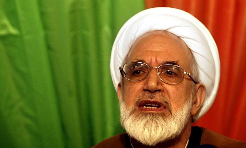 Mehdi Karroubi at a news conference in 2004