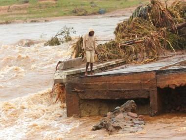 300 dead, 35,000 at risk as Cyclone Idai rages through Mozambique, Zimbabwe; UN labels it 'one of the worst storms in decades'