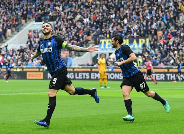 Inter Milan's captain Argentinian forward Mauro Icardi (L) celebrates after scoring his 101st goal during the Italian Serie A football match Inter Milan vs Hellas Verona at the San Siro stadium in Milan on March 31, 2018. (AFP Photo/MIGUEL MEDINA)