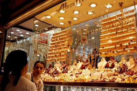 Gold dips to one-week low on strong dollar; focus on Fed