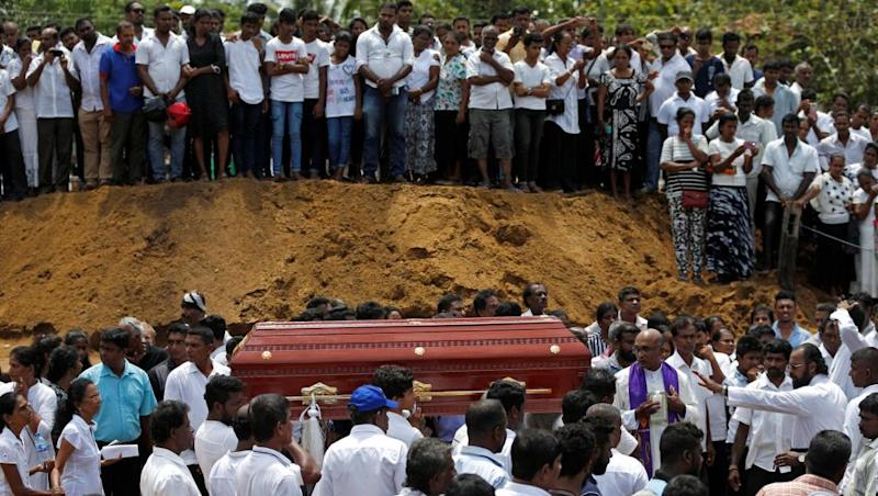 Easter bombings: Mass funerals as Sri Lankans observe day of mourning