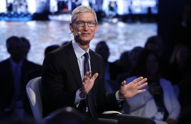 Apple CEO Tim Cook speaks at The Bloomberg Global Business Forum in New York, U.S., September 20, 2017. REUTERS/Brendan Mcdermid
