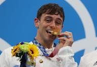 """<p>This is Olympic diver Tom Daley of Great Britain. You may know him as a double world champion, three time Olympic medalist and <a href=""""https://www.instagram.com/p/CQ6Ha8TnkdQ/"""" rel=""""nofollow noopener"""" target=""""_blank"""" data-ylk=""""slk:adorable dad and husband"""" class=""""link rapid-noclick-resp"""">adorable dad and husband</a>.</p> <p>This year, at the Tokyo Olympics, Daley <a href=""""https://people.com/sports/tokyo-olympics-tom-daley-tears-up-at-first-gold-after-3-olympics/"""" rel=""""nofollow noopener"""" target=""""_blank"""" data-ylk=""""slk:finally won a gold medal"""" class=""""link rapid-noclick-resp"""">finally won a gold medal</a>, but that's <em>knit</em> all he has been up to at this year's Olympic games. </p>"""