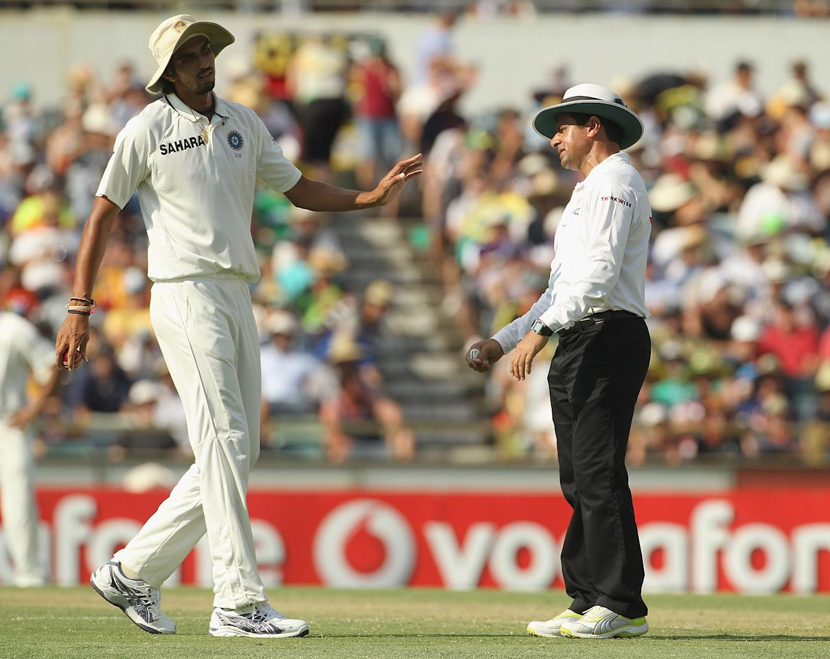 PERTH, AUSTRALIA - JANUARY 13:  Umpire Aleem Dar speaks with Ishant Sharma of India during day one of the third Test match between Australia and India at WACA on January 13, 2012 in Perth, Australia.  (Photo by Hamish Blair/Getty Images)