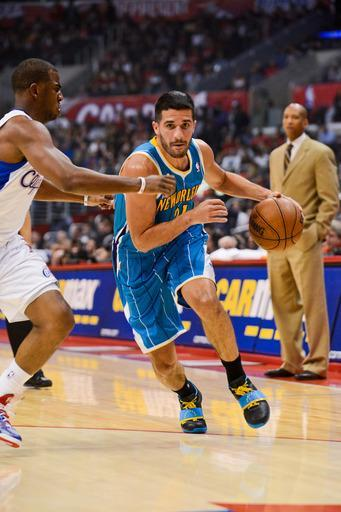 LOS ANGELES, CA - NOVEMBER 26: Greivis Vasquez #21 of the New Orleans Hornets drives against Chris Paul #3 of the Los Angeles Clippers at Staples Center on November 26, 2012 in Los Angeles, California. (Photo by Noah Graham/NBAE via Getty Images)
