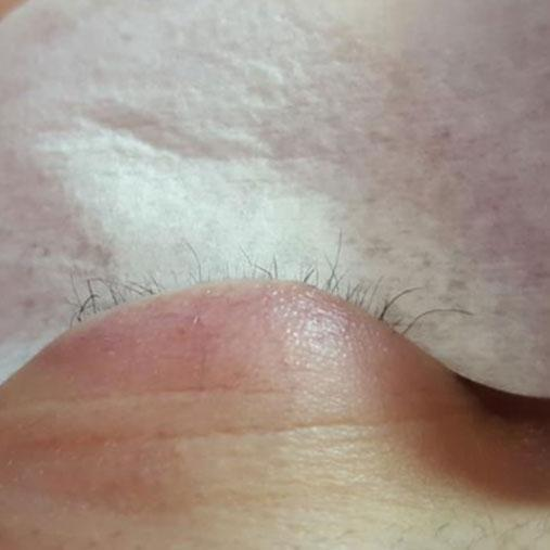 The poor customer was left with no natural eyelashes. Photo: Facebook
